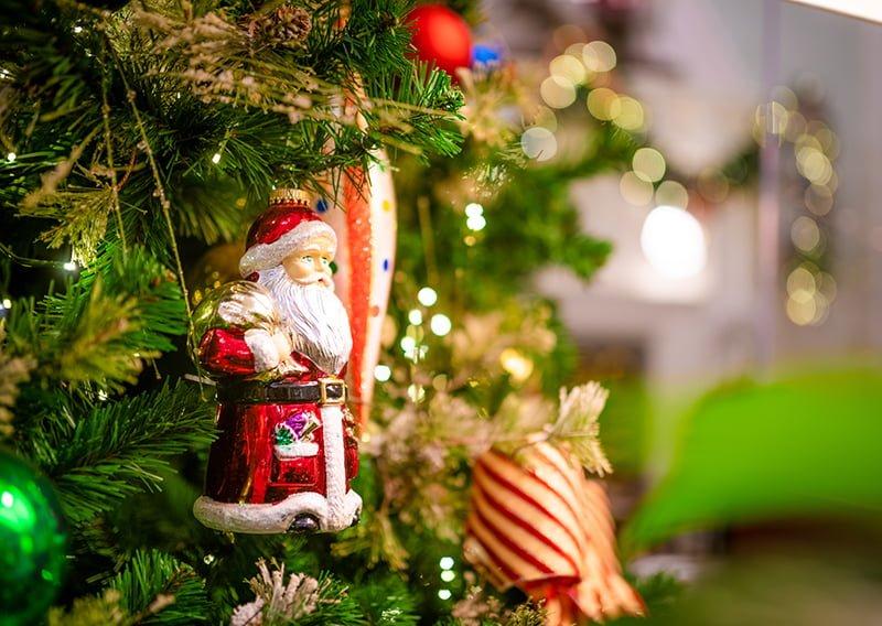 The Christmas Inn.Boardwalk Inn At Christmas Disney Tourist Blog