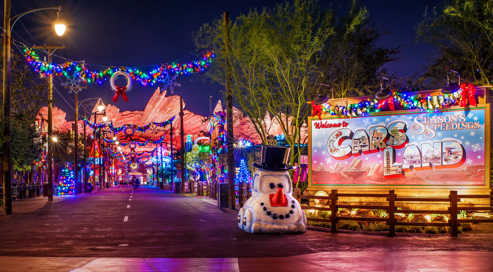 Disney Decorated For Christmas 2020 Disneyland Christmas Ultimate Guide   Disney Tourist Blog