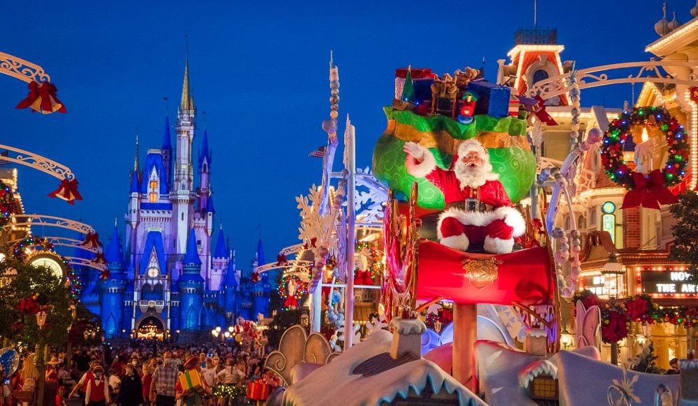 Disneyland Christmas Parade Broadcast Time 2021 Christmas Day Parade Filming At Disney World Disneyland Disney Tourist Blog