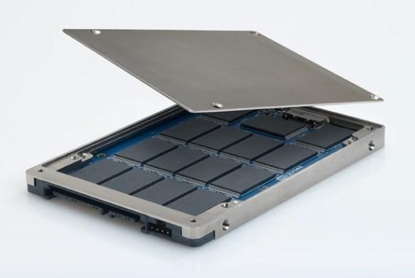 Puces à l'intérieur d'un disque SSD