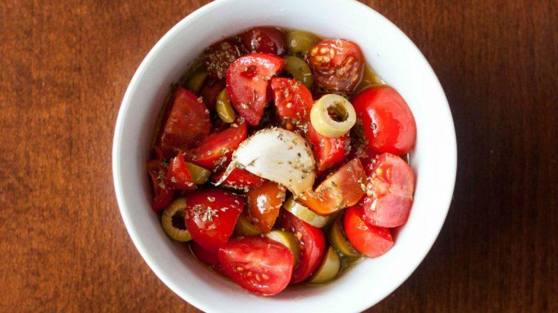pasta olive e pomodorini condimento