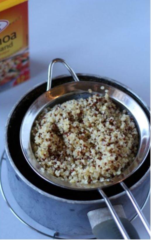 quinoa cotta e scolata su un colino