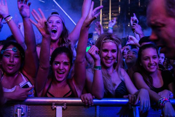 ultra_crowds_rz_-4
