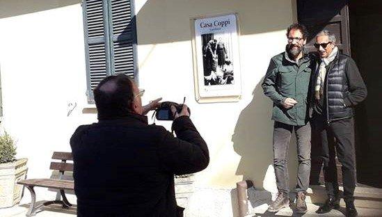 Marino Bartoletti e Federico Quaranta davanti a Casa Coppi a Castellania- Linea Verde 2019