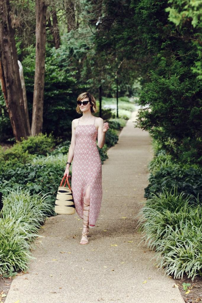 boho summer dress and straw market bag