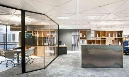Expogrupo Hotels & Resorts Barcelona: edificio verde, oficina sin papel