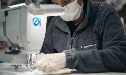 Iniciativas solidarias: andreu world está fabricando mascarillas en su sección de confección