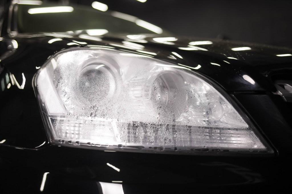 el silvin de tu auto se quema internamente (humedo)