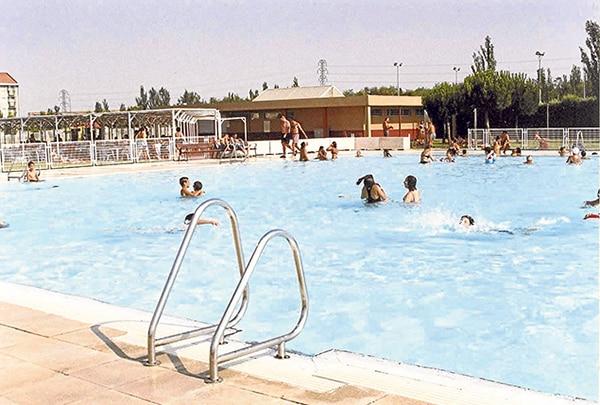Adelantada la apertura de 15 piscinas municipales for Piscinas municipales madrid 2016