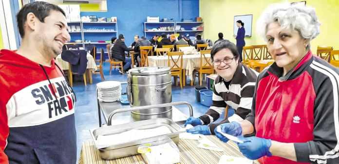 AFANDICE. Somos voluntarios en el comedor social del Padre Ángel de Villaverde