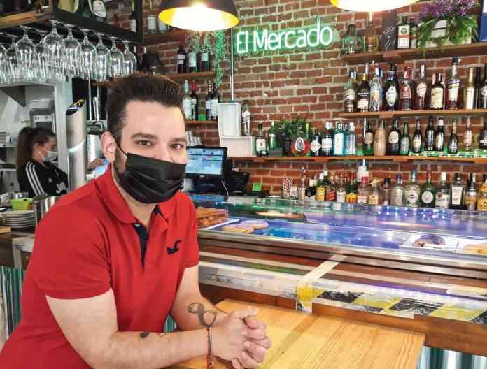 Sergio García, joven empresario hostelero de Villaverde. Foto: R.B.T.