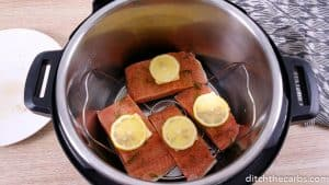 Cook a delicous salmon meal in under 5 minutes! #ditchthecarbs #lemonsalmon #salmon #instantpot #familymeals #lowcarb #keto