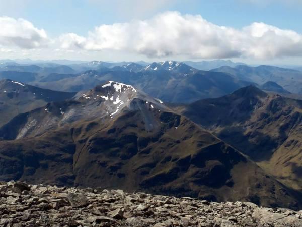 Prachtig panorama op de top van de Ben Nevis!