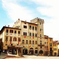 Arezzo: het mooiste plein van Toscane als filmdecor