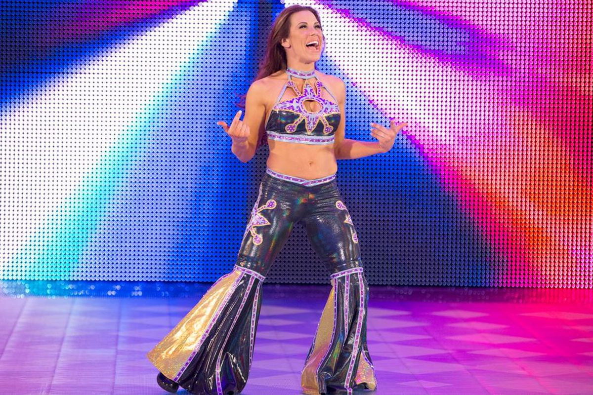 Latest updates on Mickie James' belongings returned in a trash bag by WWE