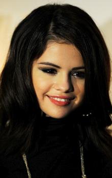 cat eyes Selena Gomez