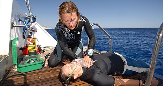 Curso de EFR – Emergency First Response + Care For Children + Automated External Defibrillator – PADI