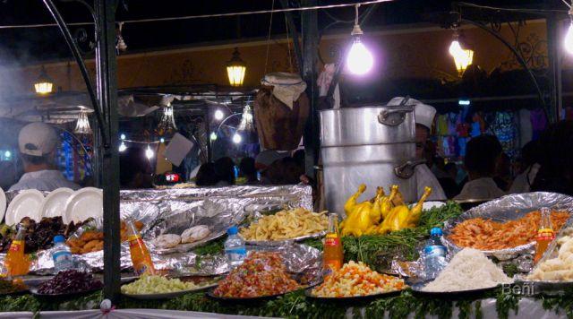 Cena en la plaza de jamaa el fna en marrakeh