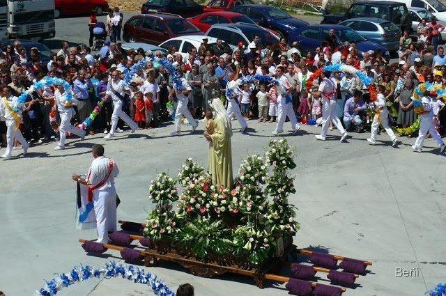 marineros bailando en torno a la virgen del carmen
