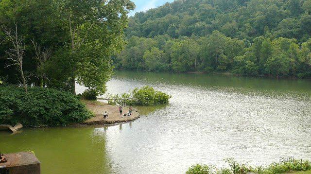 El rio Mononghela a su paso por Morgantown en West Virginia.