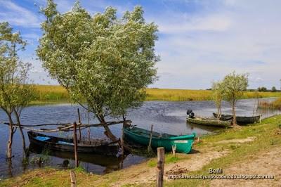 embarcaciones de pesca atesanal en el delta del danubio