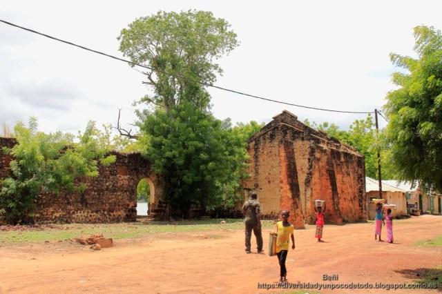 ruinas del mercado de esclavos en Janjanbureh