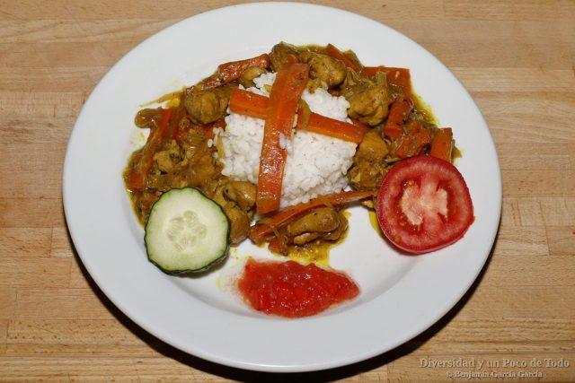 pollo yasa con arroz blanco
