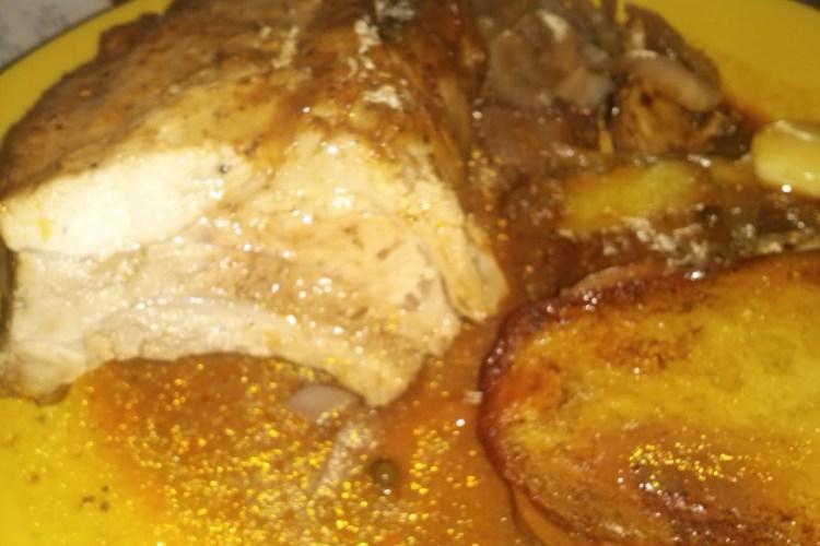 Costilla falsa asada, con salsa barbacoa y agridulce.