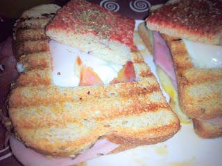 Sándwich con huevo a la plancha.