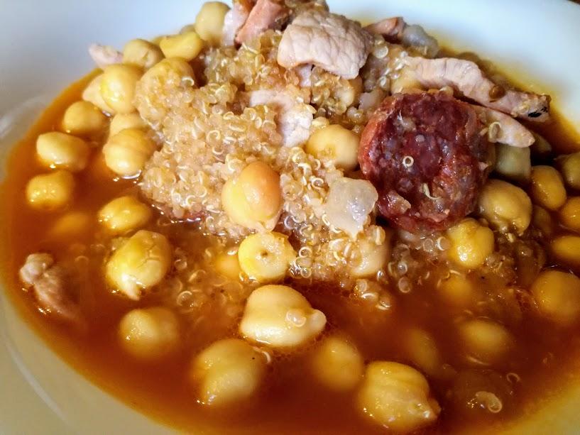Quinoa con garbanzos y chorizo de León