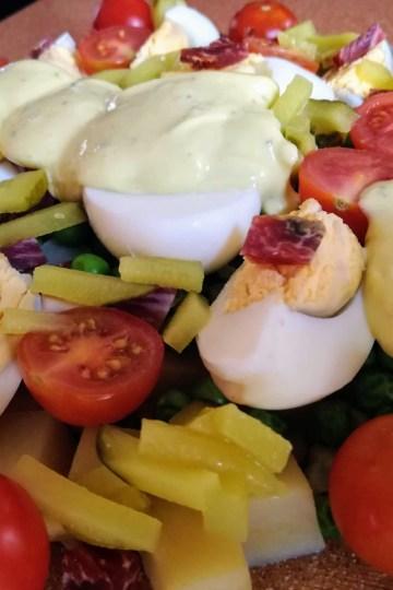 Ensalada con huevo y tomate