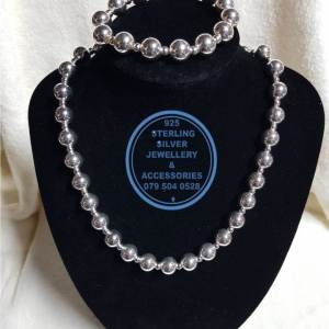 Necklace & Bracelet Ball Chain 925 sterling Silver Pendant - Showstopper ball chains( 1 x arm & 1 x neck) - Stunning!! Price per 1 set 1 set = 1 arm chain (22cm) & 1 neck chain (50cm) Price excludes pendants 50cm neck chain 22cm arm chain All prices excludes national nominal door-to-door delivery fee