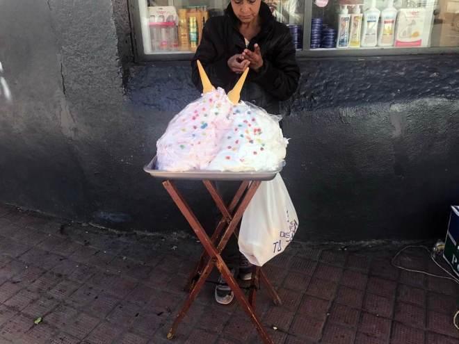 Baiser in den Straßen Cuencas