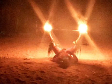 Brennende Stäbe