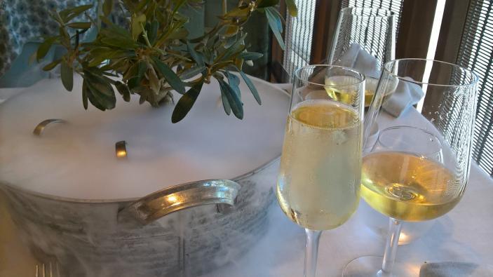 Aperitivo - vino-menu colours-Grand Marina