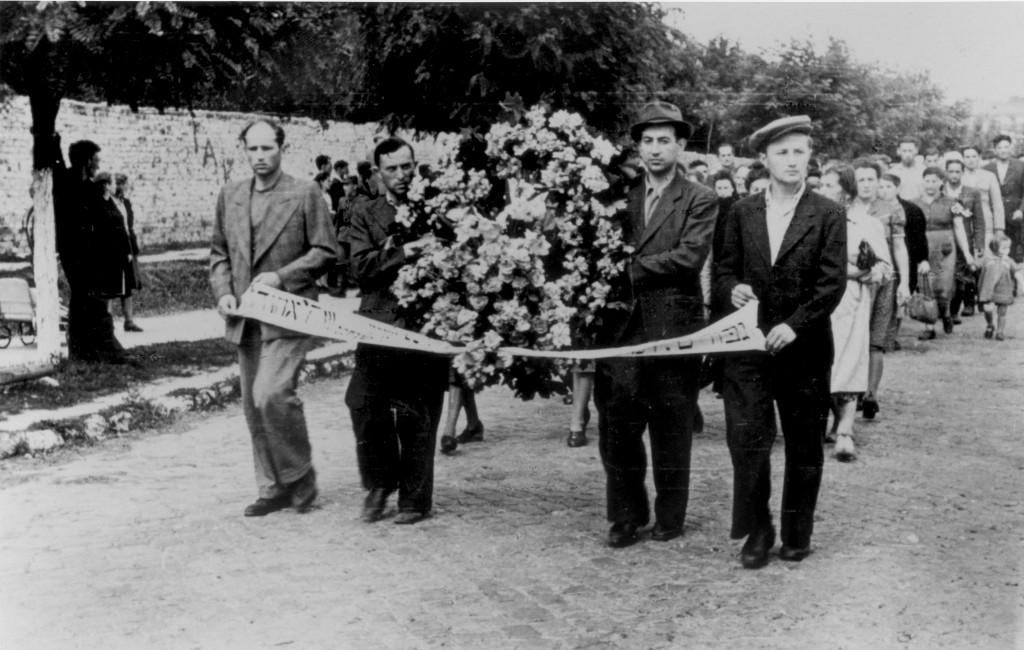 Procession för offren vid pogromen i Kielce