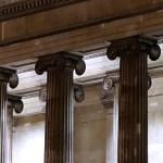 Dammiga kolonner och överfyllda källare