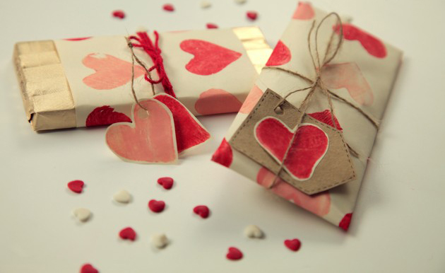 Valentine\'s Day Gift Wrapping Ideas – Put Your Heart Into It ...