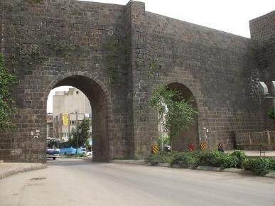 diyarbakir kalesi-ciftkapi-fot.nejat satici