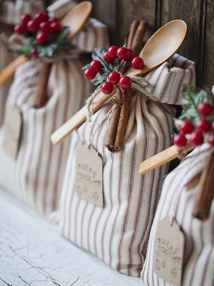 These 12 Easy To Make Christmas Gifts Are So CUTE! If you want someone to think your present is thoughtful, try doing a DIY!