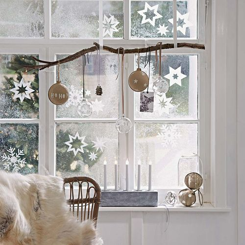 12 elegant christmas window decor ideas - Christmas Window Sill Decorations Ideas