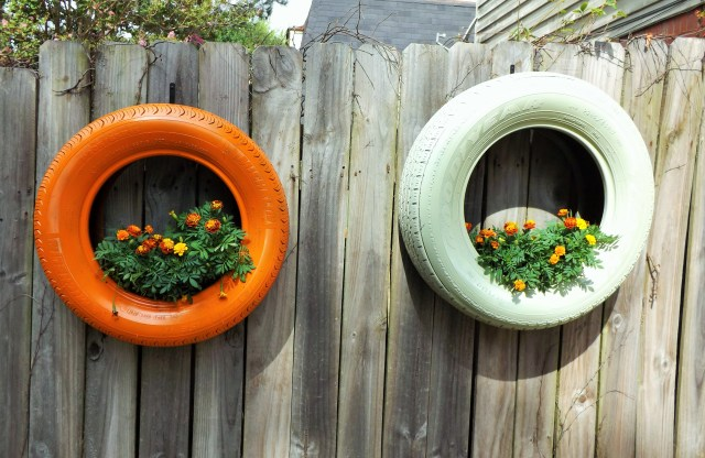 Hanging-Tire-Planter-Ideas