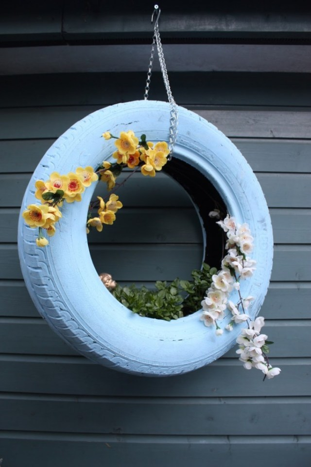 Hanging-Tire-Planters