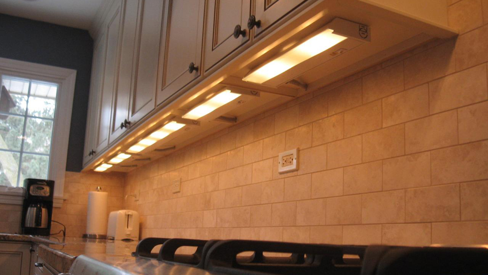 kitchen power strip cabinet drawer pulls how to install lighting under units   fitting ...