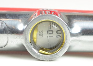 Image of the air pressure gauge on the Milton S506 tire inflator