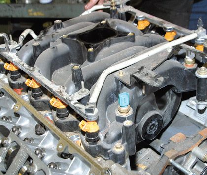2004 ford mustang engine diagram 1999 honda civic fuse 4 6l 5 4l rebuild cheat sheet selecting parts diy passenger car explorer and mercury mountaineer sohc engines have this one piece low rise intake manifold with eight injectors along a common