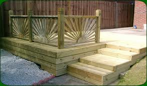 Decking Designs For Small Gardens
