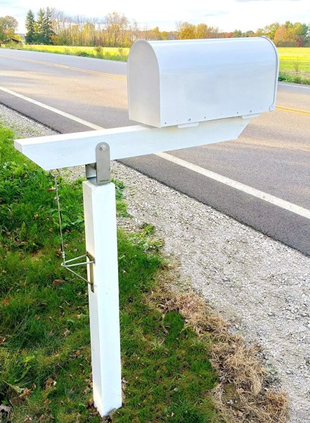 Snow plow mailbox