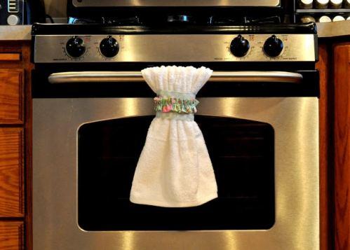 Kitchen Decorating DIY – Make Your Own Dishtowel Belts