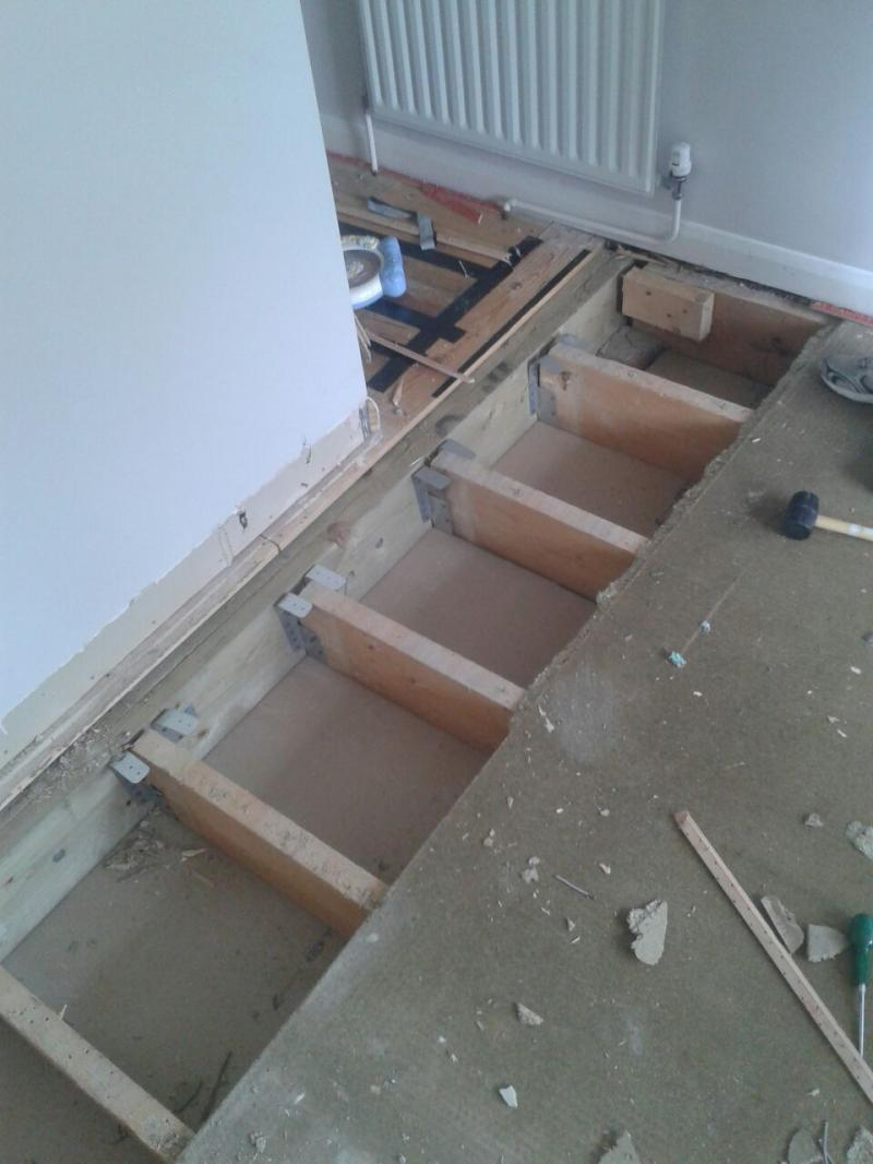 Should I be worried about these joist hangers  DIYnot Forums